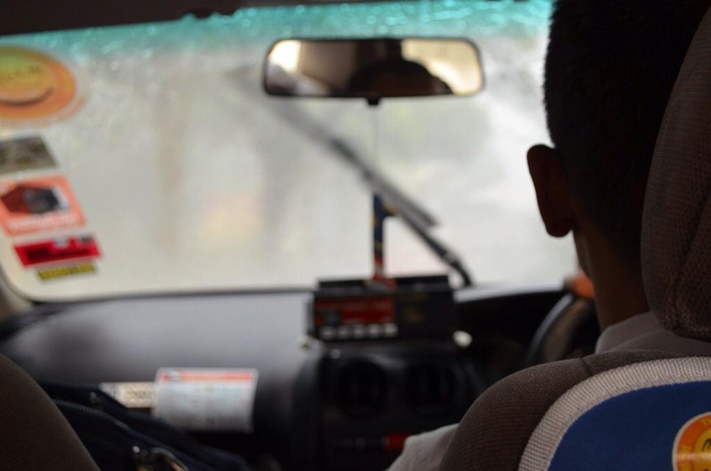 タクシー車内